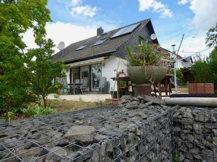 Freistehendes Ein-/Zweifamilienhaus in schöner Lage mit traumhaftem Garten