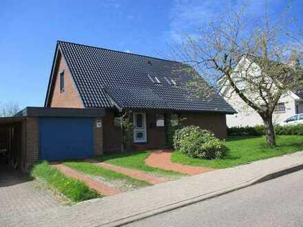 Erstbezug nach Sanierung: Freundliche 3,5-Zimmer-EG-Wohnung mit Garten in EFH in Kappeln.