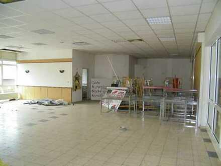 """ca. 164,00 m² großzügiges Ladenlokal im Vorraum vom """"Penny Markt"""""""