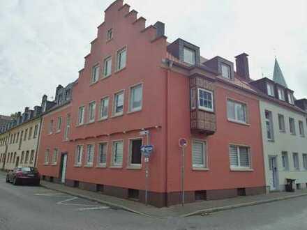 Mitten in der Altstadt, 2 Zimmer, große Küche, Diele, Bad, Einbauküche