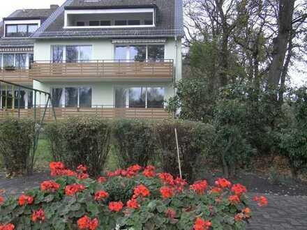 top renovierte 2-Zimmer-DG-Whg. mit Balkon Nähe Schulzentrum Drebberstr.,