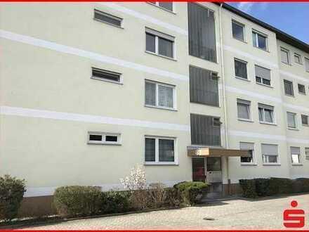 Gut geschnittene 4 Zimmer Wohnung mit zwei Balkonen und schöner Fernsicht