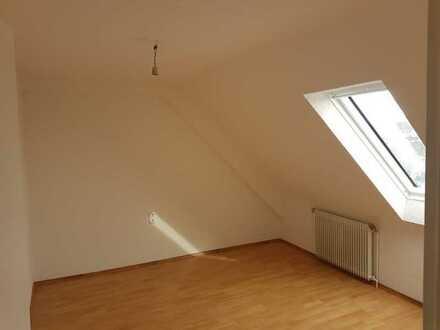 Zentrale, sanierte 2-Zimmer-Wohnung in Singen, Kreis Konstanz - für berufstätige Einzelperson