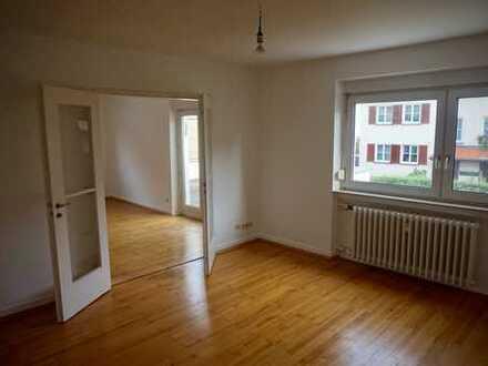Großzügige Wohnung in Ludwigsburg mit Südbalkon und Einbauküche