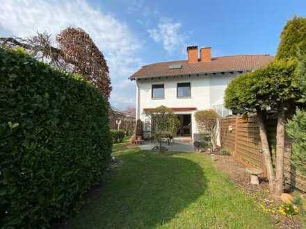 ++EINFACH SCHÖN++ Ruhige Doppelhaushäfte mit sonnigem Garten im Stadtzentrum Kelkheims