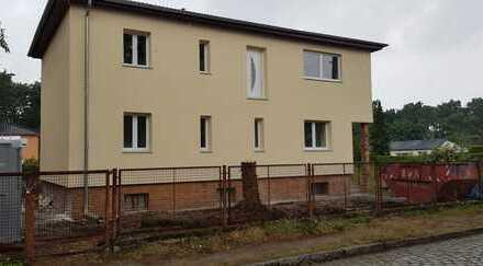 Schöne drei Zimmer Wohnung OG (EG ist schon vermietet!) Waldesruh Rand Berlin absolute Toplage