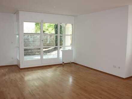 Schöne, helle, neu renovierte drei Zimmer Wohnung mit Garten in München, Solln. PROVISIONSFREI!