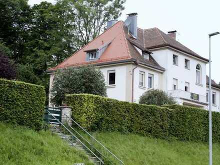 Renovierungsbedürftige 6-Zimmer-DG-Wohnung (144 m²) zum Kauf in Amberg