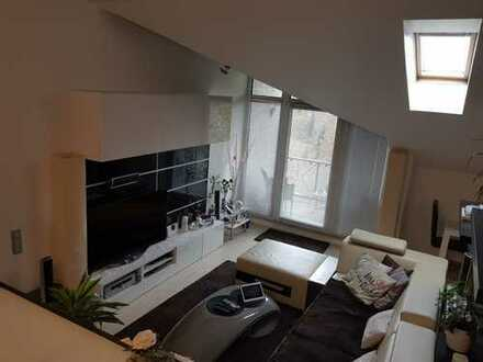 Neuwertige 3-Zimmer-Maisonette-Wohnung mit Balkon und EBK in Märkischer Kreis