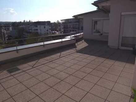 HN-OSt - 4-Zi-Penthouse mit großer Dachterrasse, Balkon, EBK und TG-Stellplatz.