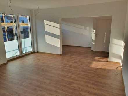 Erstbezug mit großem Balkon: exklusive 3,5-Zimmer-DG-Wohnung im Herzen Sonnenbühls