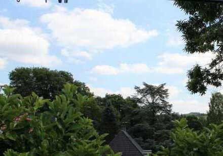 Dachgeschosswohnung mit großem Garten im 2-Parteienhaus