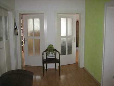 Helle 4 Zimmerwohnung mit Balkon, Nähe Botanischer Garten