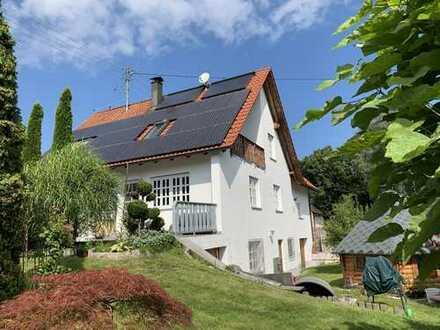 KNIPFER IMMOBILIEN - Einfamilienhaus mit Pool und Carport für 4 PKW´s in ruhiger Lage zum Kauf!