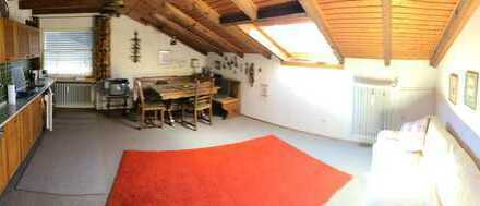 Gepflegte 2-Zimmer-DG-Wohnung auch als Ferienwohnung geeignet