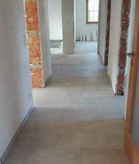 Erstbezug nach Sanierung: ansprechende 4-Zimmer-EG-Wohnung mit EBK und Balkon in Adelschlag