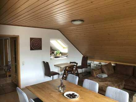 Gepflegte 5-Raum-DG-Wohnung mit Einbauküche in Zülpich - Niederelvenich