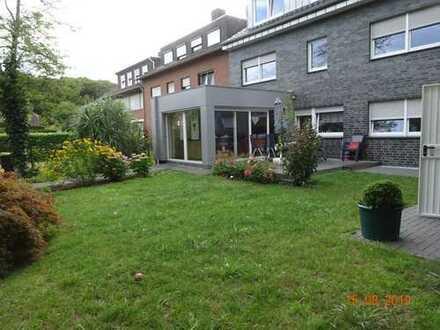 Neuwertige 4-Zimmer-EG-Wohnung mit Garten