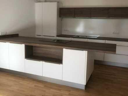Neuwertige 3-Zimmer-Wohnung mit Balkon und Einbauküche in Deggendorf