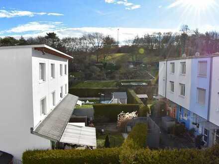 Neuwertiges Reihenhaus mit 5 Zimmern und EBK in Rot, Stuttgart