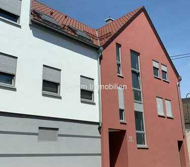 Hier können Sie direkt einziehen: Helle, top gepflegte 3 ZKB-Wohnung (1. OG)