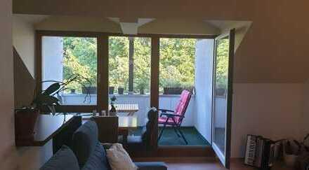 Gepflegte 2-Zimmer-DG-Wohnung mit Balkon und Einbauküche in Landsberg am Lech