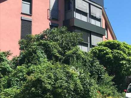 Sanierte EG-Wohnung mit vier Zimmern und Balkon in Regensburg
