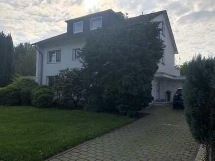 Gepflegte 6-Zimmer-Maisonette-Wohnung mit Balkon und Blick ins Grüne