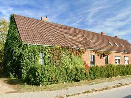 HORN IMMOBILIEN ++ Doppelhaushälfte mit zwei Wohnungen in Penkun Neuhof