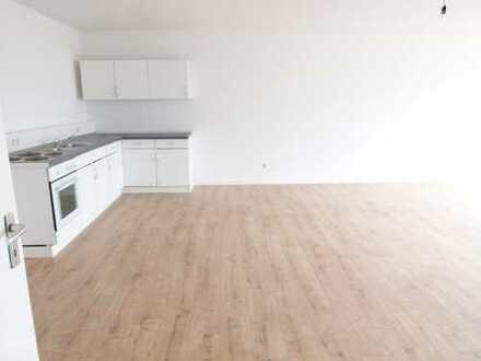 4 Zimmer Maisonettewohnung mit Wohnküche und tollem Blick über das Hallesche Ufer!