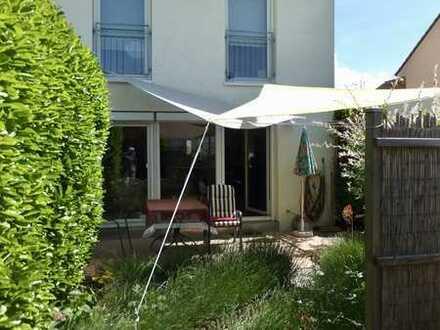 Familien herzlich Willkommen! Moderne großzügige Doppelhaushälfte in Breisach