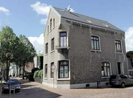Exklusives Stadthaus in Brake in 1a-Lage, kernsaniert, Mehrgenerationenhaus