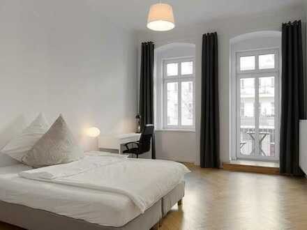 Lovely & bright room with balcony in Prenzl Berg