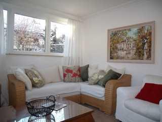 Exklusive, sanierte 4-Zimmer-Wohnung mit Terrasse und Einbauküche in Feldafing