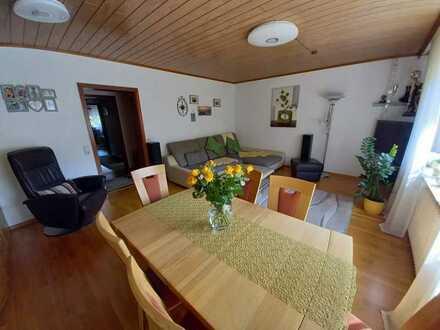 Stilvolle, gepflegte 3-Zimmer-Wohnung mit Balkon, Einbauküche und Garage
