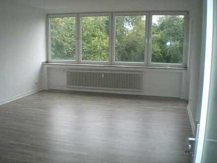 Schöne, helle 3-Zimmer-Wohnung mit Balkon und neuem Bad, Nähe Kaiserberg