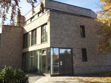 Stilvolle, neuwertige 2-Zimmer-Wohnung mit Balkon und Einbauküche in Alsterdorf, Hamburg