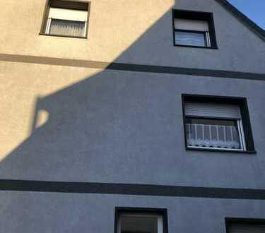 1.200 €, 220 m², 8 Zimmer