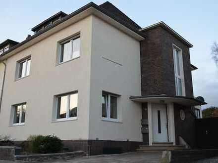 Bevorzugte Wohnlage - sanierte Altbauwohnung mit Balkon und Gartenanteil