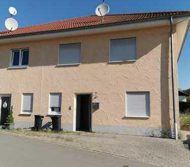 Jettenbach, Doppelhaushälfte mit 165 qm Wohnfläche ab sofort frei