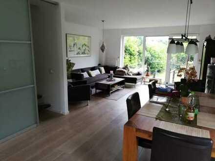 Schönes Haus mit fünf Zimmern in Köln, Immendorf