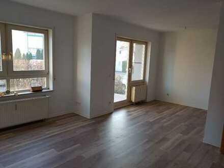 ***frisch renovierte 3-Zimmerwohnung mit Terrasse im Erdgeschoß***