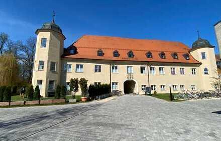 Willkommen im Schloss Mering.Traumhaft schöne ETW mit Terrasse, Stellplatz und Carport