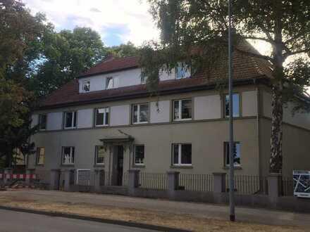 Hochwertig ausgestattete 2,5- Zimmer- Wohnung im II. OG, Erstbezug nach Kernsanierung