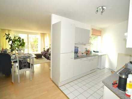 WOW!! Hübsch geschnittene 3 Zimmerwohnung mit EBK und großem Balkon ins Grüne in ruhiger Lage