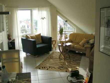 Sehr schöne und gepflegte 2-Zimmer-DG-Wohnung mit Balkon und EBK in Langen