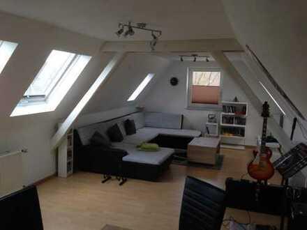 Geräumige, gepflegte 2,5-Zimmer-DG-Wohnung mit besonderem Flair zur Miete für maximal 2 Personen