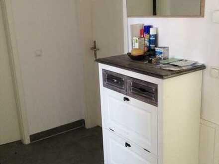 Helles Zimmer in moderner Wohnung mit zentraler Lage