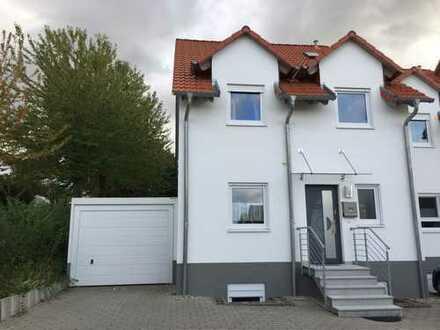 *von privat* Schönes, geräumiges Reiheneckhaus mit sechs Zimmern in Wörrstadt