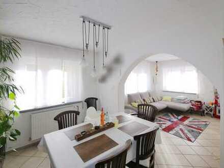 Doppelhaushälfte mit idyllischem Blick auf die Echaz